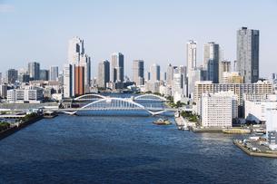 快晴の東京湾岸エリアの景観の写真素材 [FYI04746024]