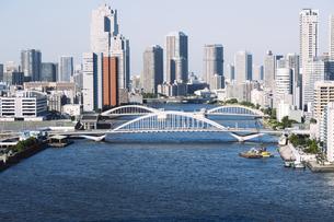 快晴の東京湾岸エリアの景観の写真素材 [FYI04746025]