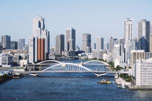 快晴の東京湾岸エリアの景観の写真素材 [FYI04746027]