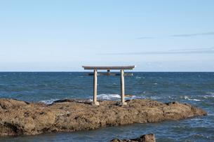 茨城県、大洗磯前神社、神磯の鳥居の写真素材 [FYI04746191]