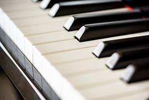 ピアノの鍵盤の写真素材 [FYI04746222]