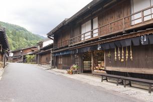 中山道 妻籠宿の写真素材 [FYI04746253]
