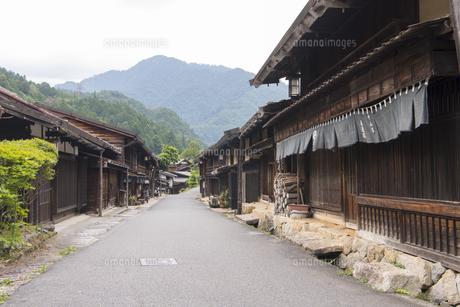 中山道 妻籠宿の写真素材 [FYI04746255]