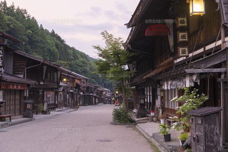 中山道 奈良井宿 夕景の写真素材 [FYI04746264]