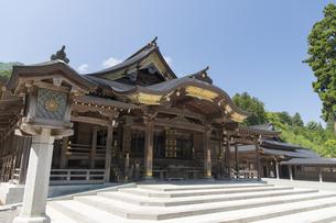 弥彦神社 本殿 拝殿の写真素材 [FYI04746317]