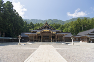 弥彦神社 本殿 拝殿の写真素材 [FYI04746318]