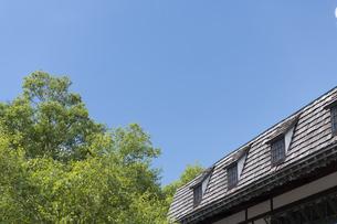 山小屋と青空の写真素材 [FYI04746347]