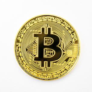 【仮想通貨】ビットコイン 白背景の写真素材 [FYI04746377]