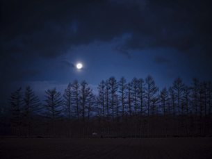 満月の風景の写真素材 [FYI04746496]