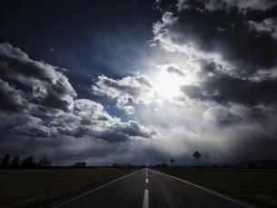 冬の荒れた空の写真素材 [FYI04746499]
