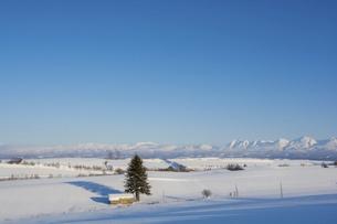 説季節の農村地域と青空と山並みの写真素材 [FYI04746729]