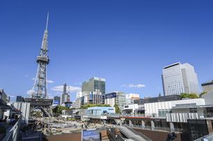 テレビ塔を見るレイヤードヒサヤオオドオリパーク風景の写真素材 [FYI04746774]