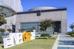 オアシス21より見る愛知芸術文化センターの写真素材 [FYI04746799]