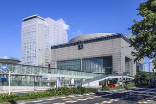 愛知愛知芸術文化センターとNHK名古屋放送センタービルの写真素材 [FYI04746801]