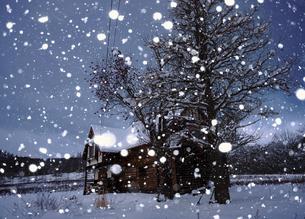 雪と家の写真素材 [FYI04746816]
