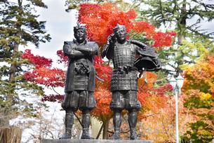 秋の上杉景勝と直江兼続の主従像の写真素材 [FYI04746890]