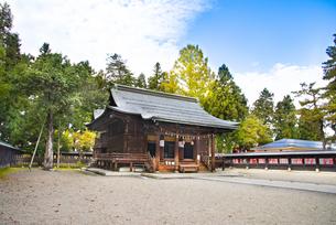 秋の上杉神社の写真素材 [FYI04746897]