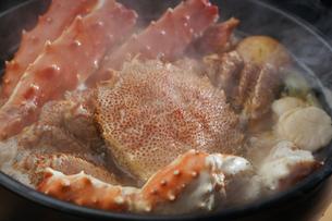 タラバ蟹と毛蟹の鍋の写真素材 [FYI04747105]