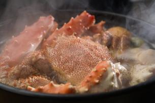 タラバ蟹と毛蟹の鍋の写真素材 [FYI04747113]