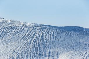 冬の樽前山の険しい山肌の写真素材 [FYI04747393]