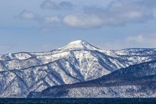 支笏湖畔から望む道央の山々の写真素材 [FYI04747403]