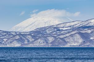 支笏湖畔から望む道央の山々の写真素材 [FYI04747406]