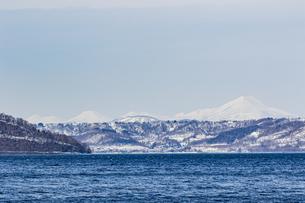 支笏湖畔から望む道央の山々の写真素材 [FYI04747407]