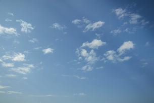 光差し込む青空の写真素材 [FYI04747603]