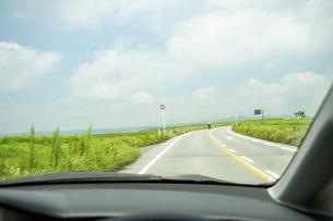 車内から見たツーリングライダーの写真素材 [FYI04747615]