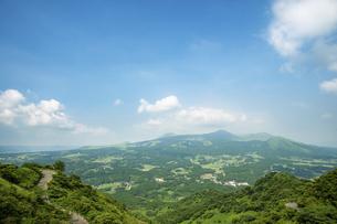 俵山峠からみた南阿蘇の写真素材 [FYI04747619]