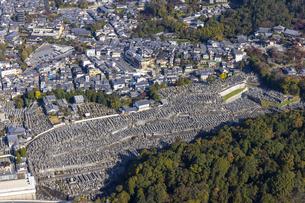 空撮 大谷墓地の写真素材 [FYI04747877]
