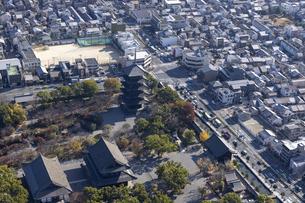 空撮 東寺の写真素材 [FYI04747900]