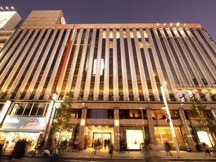 東京都 夕暮れの銀座の写真素材 [FYI04748061]