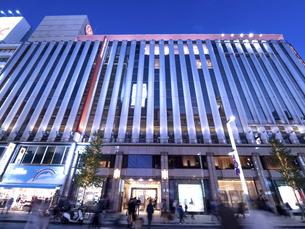 東京都 夕暮れの銀座の写真素材 [FYI04748062]