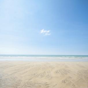 海と青空と雲の写真素材 [FYI04748107]