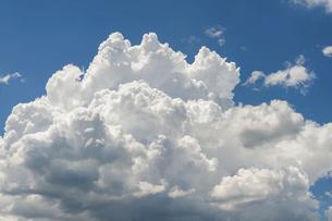 青空に入道雲の写真素材 [FYI04748142]