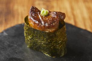 フォアグラ寿司の写真素材 [FYI04748208]