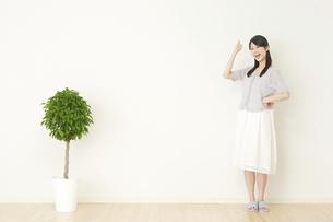 日本人女性の写真素材 [FYI04753155]