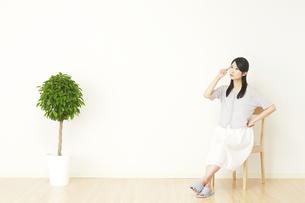 日本人女性の写真素材 [FYI04753274]