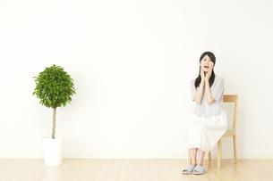 日本人女性の写真素材 [FYI04753296]