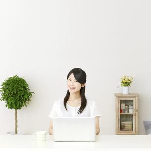 日本人女性の写真素材 [FYI04753486]