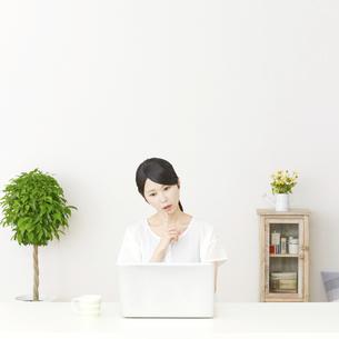 日本人女性の写真素材 [FYI04753566]