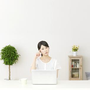 日本人女性の写真素材 [FYI04753591]