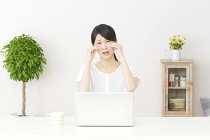 日本人女性の写真素材 [FYI04753686]