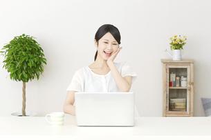 日本人女性の写真素材 [FYI04753734]