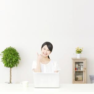 日本人女性の写真素材 [FYI04753831]