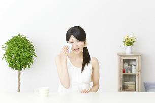 日本人女性の写真素材 [FYI04754084]