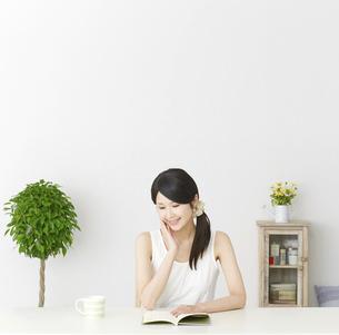 日本人女性の写真素材 [FYI04754198]