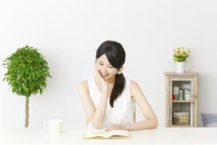 日本人女性の写真素材 [FYI04754203]