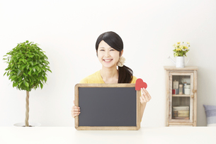 日本人女性の写真素材 [FYI04754367]